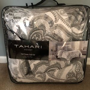 Tahari Home Full/Queen Quilt with 2 Shams